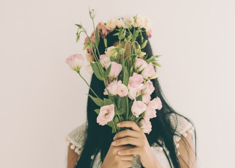 flowers-hiding-bad-date-worried-shy-silly-woman-alone-thinking.jpg